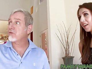 Szex pénzért népszerű manapság. Ezúttal egy lány beleegyezett abba, hogy pénzért szexel sex es porno videok egy férfival, drágán fizetett. Tehát itt az ideje, hogy kitaláljuk a pénzt.